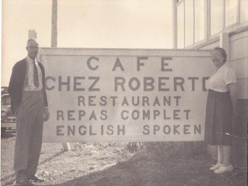 Eudore Boucher et Edwige Cassivi, propriétaires du Café chez Roberte, date : vers 1960, coll. : Roberte Boucher