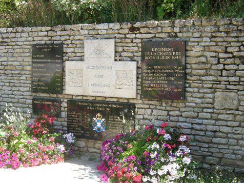 La Stèle des Canadiens à Rots érigée en 1994, date : 16 juin 2016, photo : B. Boucher