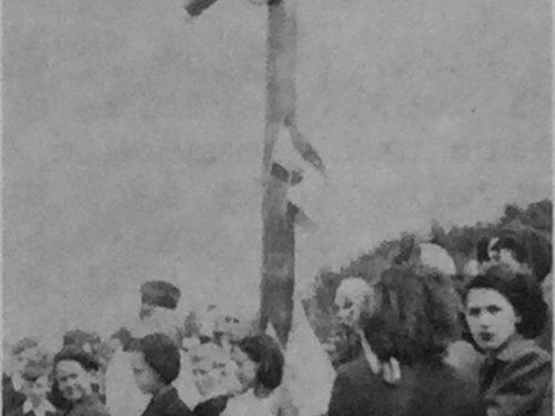 Cérémonie de bénédiction de la croix, date : 23 juillet 1950, source : Notes historiques sur la paroisse de Madeleine.