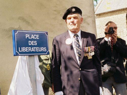 Inauguration de la Place des libérateurs à Rots, date : juin 1994, coll. : Joël Aubin