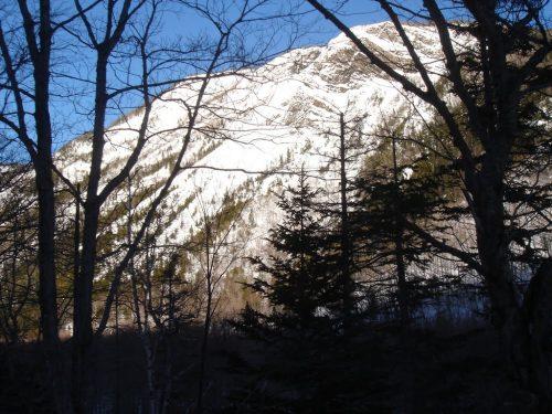 Entre des montagnes qui atteignent 400 mètres d'altitude, date non précisée, photo : Denis Bernier