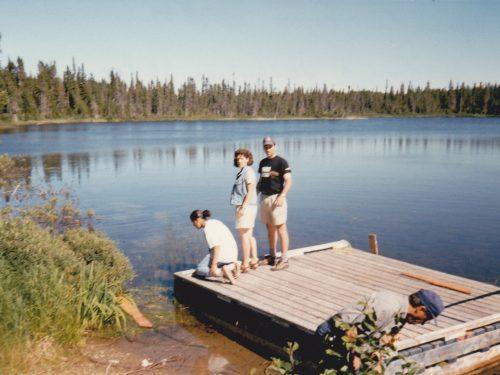 Troisième lac, Ariane, Annick Boucher, René Bélanger et Ernest Boucher en avant-plan, date : été 1997, photo : Blandine Mercier