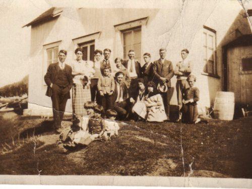 À partir de la gauche, Josué Boucher (1887-1970) et Léonie Ouellette (1897-1937), dans ses bras Anicet, date : 1926, coll. : Huguette Boucher