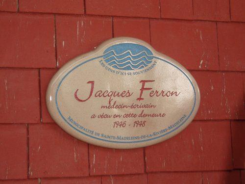 Plaque commémorative en hommage à Jacques Ferron, 195 rue Principale, Rivière-Madeleine, date : 2 juillet 2005, photo : B. Boucher