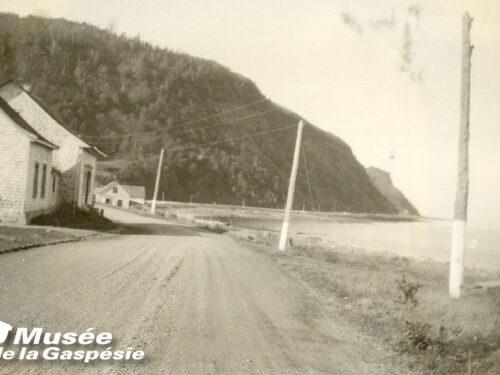 Maison construite par Joseph Fournier et léguée à son petit-fils, Stanislas, photo date : années 1930; coll. : Musée de la Gaspésie