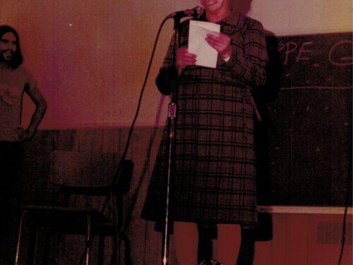 Soirée à la salle municipale, Maria Gagnon chante; photo : Bernard Boucher, date : été 1973