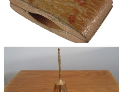 Le claquoir et la clochette qui scandaient le rythme des activités en classe, date : années 1960, coll. : pour la clochette, Lauraine Bernier