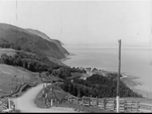 Les Côtes, date : 1940, capture d'écran du film : « Wonderland of the Gaspé ».