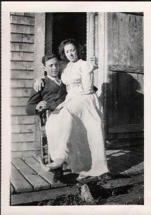 Israël Fournier et son épouse Jeannette Pelchat, photo date : 12 août 1942, fond Lucille Pelchat; coll. : Hélène Fournier