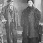 Narcisse Robinson (1831-1922) et Philomène Bernatchez (1837-1914), grands-parents maternels de Georges Boucher marié à Georgianna Servant, date non précisée, source : Mont-Louis se raconte, Mariette B. Lemieux, 1984.