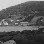 Manche-d'Épée vu de l'ouest avec le Café Lisette vers le centre de la photo, date : 1946, source inconnue