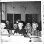 En classe : de g à d en avant, Jean-René Pelchat, Gilles Caron, Marc Boucher, à l'arrière, Eddy Fournier , Jacques Fournier et Guy Blanchette, date : 1962, coll. : Gilles Caron