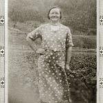 Émilia Fournier au champ, date : non précisée, coll. : Salomée Ouellette