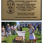 Dévoilement d'une plaque commémorative en hommage aux ancêtres de la famille de Nicolas Fournier et Marie Hubert sur la terre ancestrale de Jacques à Beaumont, le 16 août 2008, par l'Association des Fournier d'Amérique témoignant de la présence familiale dans Bellechasse