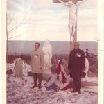 Cérémonie commémorative au cimetière de la paroisse de Sainte-Madeleine, à gauche : Charles-Adelme Chicoine, à droite : Alexandre Blanchette, vétérans, date : 1984, coll. : Mona Blanchette