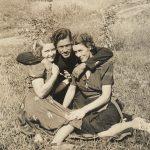 Un couple de commerçants, qui sont-ils? De g à d : Bernadette Ouellette, Sylvio Boucher et Georgiana Clavet, date : 194?, coll. : Langis Clavet