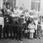 Une fête à l'école, date : vers 1944, coll. : Mario Lévesque