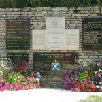 La Stèle des Canadiens à Rots érigée en 1994 en hommage aux soldats qui ont libéré le village, date : 16 juin 2016, photo : B.Boucher