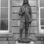 Sculpture représentant Pierre Boucher de Boucherville devant le parlement de Québec, œuvre d'Alfred Laliberté, 1922, source : répertoire du patrimoine culturel du Québec