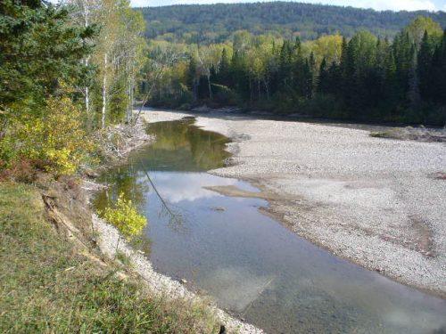 Rivière Madeleine, date : automne 2008, photo : Blandine Mercier. C'est dans cette section de la rivière qu'a existé la colonie du lac au Diable aussi appelé la Tite-Farme.