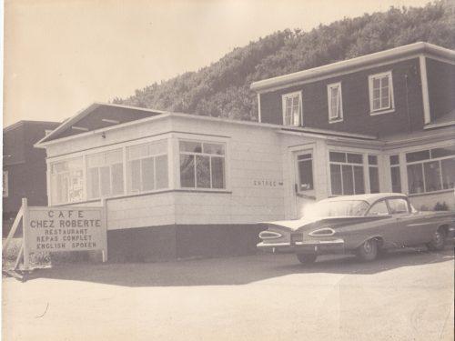Café chez Roberte et Chevrolet 1959, date : entre 1959 et 1962, coll. : Roberte Boucher