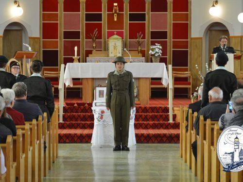 Ève-Marie Côté revêtue de l'uniforme militaire de la Seconde Guerre mondiale, date : 1er juillet 2018, photo : Jacques-Noël Minville, Journal Le Phare