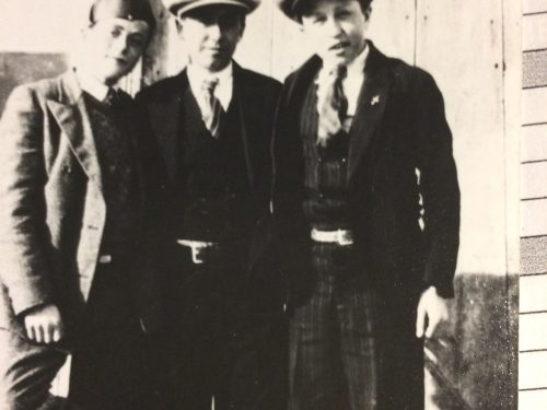 De g à d : Henri Fournier, Salomon Fournier et Paul Ouellette, date : vers 1935, coll. : famille Cécile Ouellette et Moïse Boucher