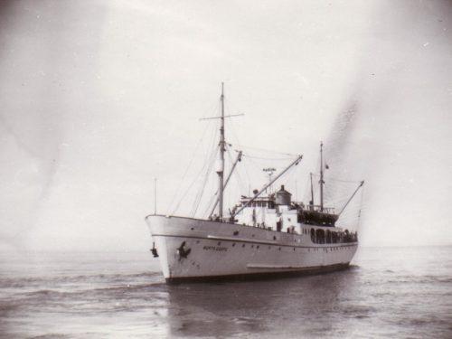 North Gaspe, le dernier bateau à avoir ravitaillé les villages de la côte jusqu'en 1959, date non précisée, coll. : Huguette Boucher et Jean-Guy Gagnon