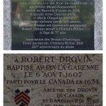 Plaques en hommage à Robert Drouin, l'ancêtre d'Angélique épouse d'Irénée.