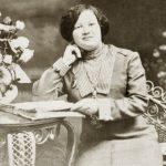 Émilia Fournier, photo prise dans un studio montréalais, vers 1910, coll. : Salomée Ouellette