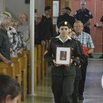 Entrée des médailles du soldat Ouellette portées par des membres du Corps de cadets de Gros-Morne et son neveu Serge Ouellette, date : 1er juillet 2018, photo : Jacques-Noël Minville, Journal Le Phare