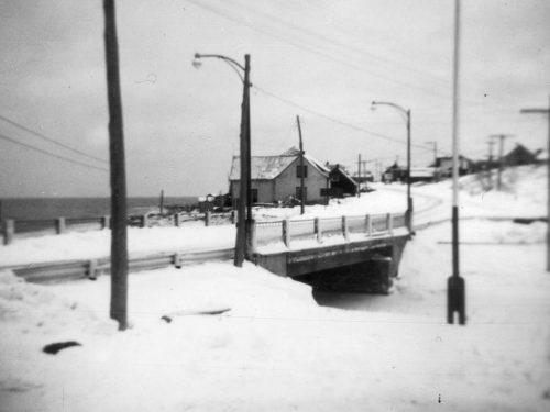 Pont de la Rivière-de-Manche-d'Épée, construit en 1958 par la compagnie Couga de Cap-Chat; date : entre 1958 et 1983, coll. : Mario Lévesque