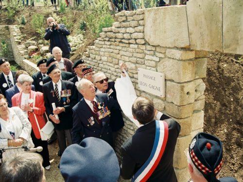 Inauguration du PASSAGE LÉON GAGNÉ par le vétéran lui-même, date : juin 1994, coll. : Joël Aubin