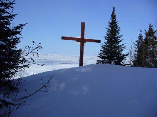 La croix l'hiver, date : février 2013, photo : Blandine Mercier.
