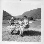 Mariette, Laurette Fournier et leur mère Alphéda Pelchat, date :1966, coll. : famille Fournier