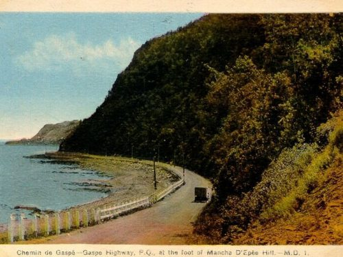 Au pied des côtes de Manche-d'Épée, vers 1940, carte postale, coll.: BAnQ