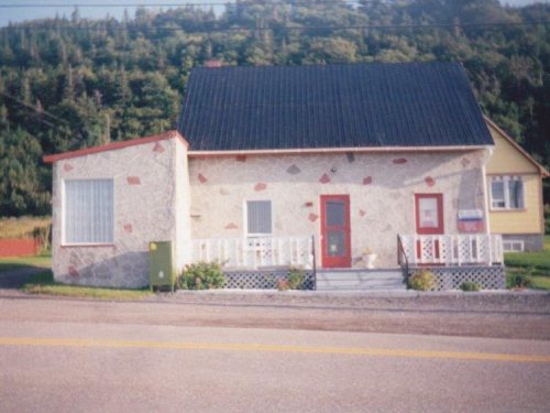 Bureau de poste à sa fermeture, maison Jovette Pelchat et Georges Boucher (anciennement J.-B. Pelchat), date: 2012, coll.: Jovette Pelchat