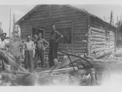 Construction d'un camp, date: 194-?, coll.: Thérèse Bond