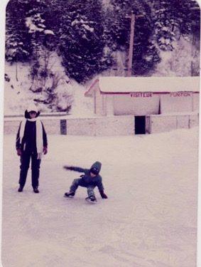 Hélène Fournier et son fils Patrick Duguay au Centre sportif, date: vers 1975, coll.: Marie Fournier