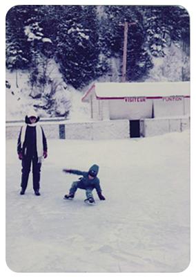 Hélène Fournier et son fils Patrick Duguay au Centre sportif, date: vers 1975, coll.: Marie Fournier, infographie Mathieu Boucher