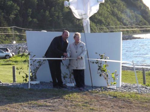 Le maire, Joël Côté, et Claire Boucher, présidente du Comité de développement, procèdent à l'inauguration, 24 juin 2016, photo : Albini Fournier