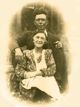 Jean-Baptiste Pelchat et Régina Davis, 5e et 6e maitres de poste, photo: date inconnue, coll.: Lina Boucher