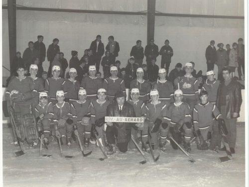 Rivière-au-Renard, équipe formée par le curé Tremblay : 1er rangée, 5ème joueur Guy Blanchette, date : vers 1967, coll. : Guy Blanchette
