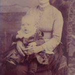 Rose-Delima et son fils Louis, 1889, studio Laflamme et Contant, Montréal, fonds Lucille Pelchat, coll.: Hélène Fournier